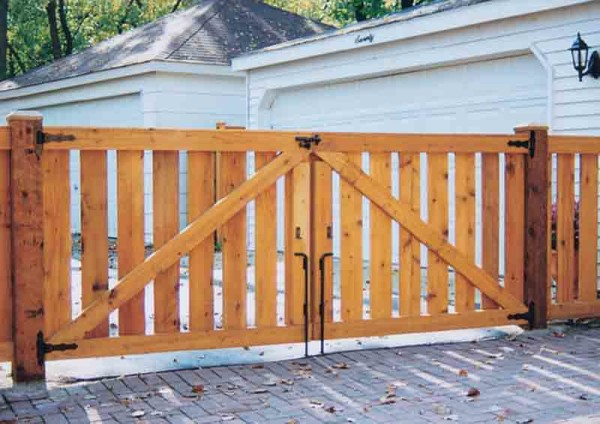 Spaced Traditional Double Drive Gate Back Side