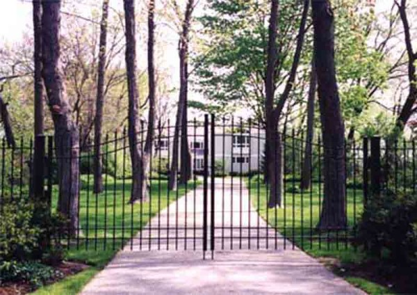 Wrought Iron Pickett Arched Driveway Gate
